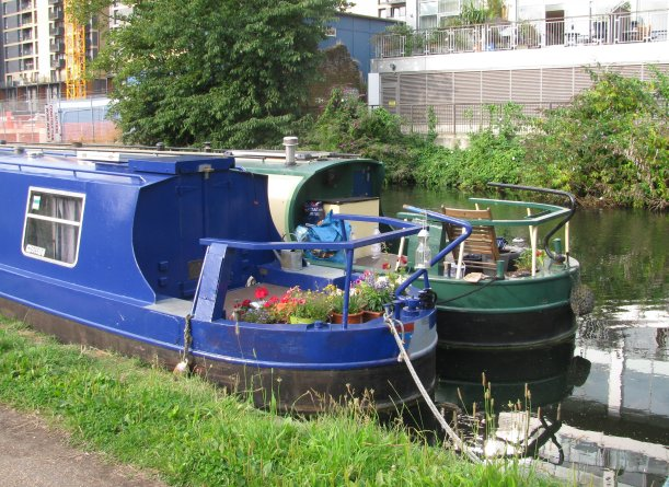 Conatiner Gardening, Regents Canal Boat, London